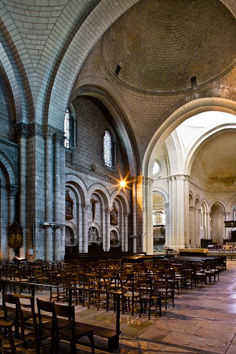 Nave to chancel crossing, Cathédrale Saint Pierre, Angoulême (Charente)  Photo by PJ McKey