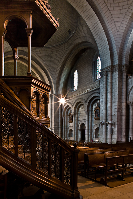 Nave and pulpit, Cathédrale Saint Pierre, Angoulême (Charente)  Photo by PJ McKey