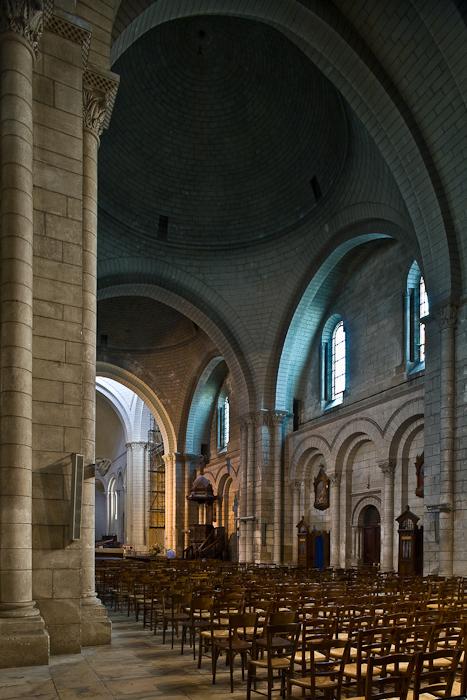 Nave elevation, Cathédrale Saint Pierre, Angoulême (Charente)  Photo by PJ McKey