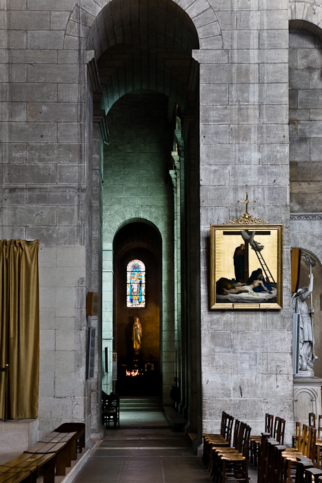 Apsidal chapel through nave pillar, Cathédrale Saint Front, Périgueux (Dordogne)  Photo by PJ McKey