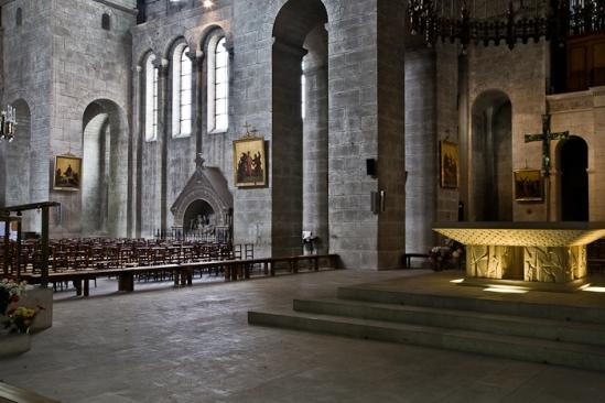 Crossing to south transept, Cathédrale Saint Front, Périgueux (Dordogne) Photo by PJ McKey