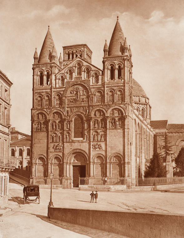 Adolphe Braun. La cathédrale Saint-Pierre d'Angoulème, France. 1859 ou après. Épreuve au charbon, 50 x 38,9 cm. Collection CCA. PH1981:0441