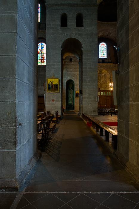 Side aisle, Cathédrale Saint Front, Périgueux (Dordogne)  Photo by Dennis Aubrey