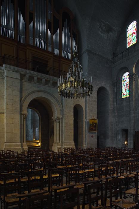 Nave, Cathédrale Saint Front, Périgueux (Dordogne)  Photo by Dennis Aubrey