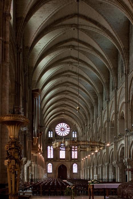 Nave, Basilique Saint Remi, Reims (Marne) Photo by Dennis Aubrey