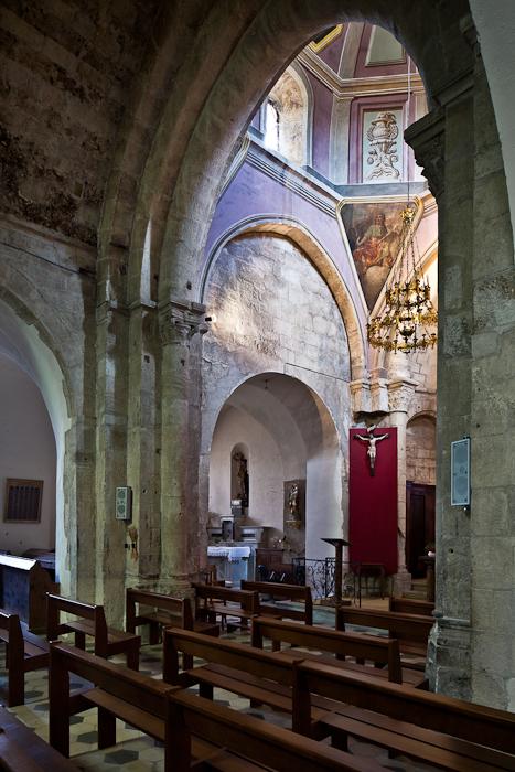 Crossing, Église Notre Dame, Vinezac (Ardèche) Photo by PJ McKey
