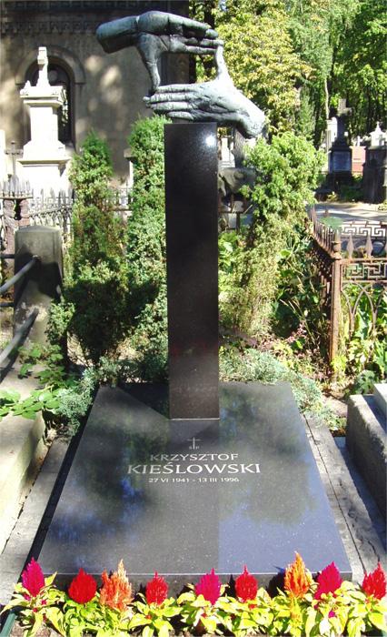 Grave of Krzysztof Kieslowski (Warsaw) Image by Krzysztof M. Bednarski, published under GNU Free Documentation License.