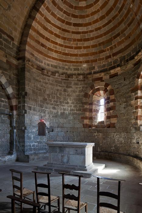 Altar, Église Notre Dame de Thines, Thines (Ardèche)  Photo by PJ McKey