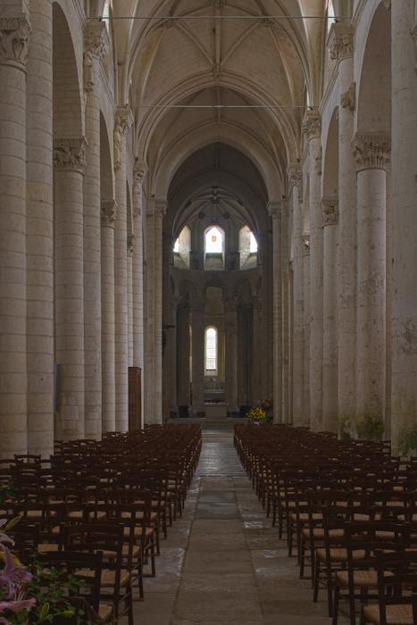 Nave, Église Saint-Pierre d'Airvault, Airvault (Deux-Sèvres)  Photo by Dennis Aubrey