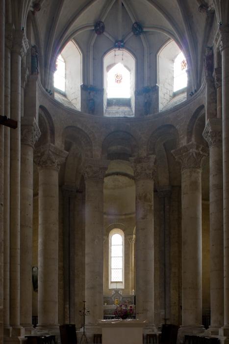 Choir with hemicycle, Église Saint-Pierre d'Airvault, Airvault (Deux-Sèvres) Photo by Dennis Aubrey