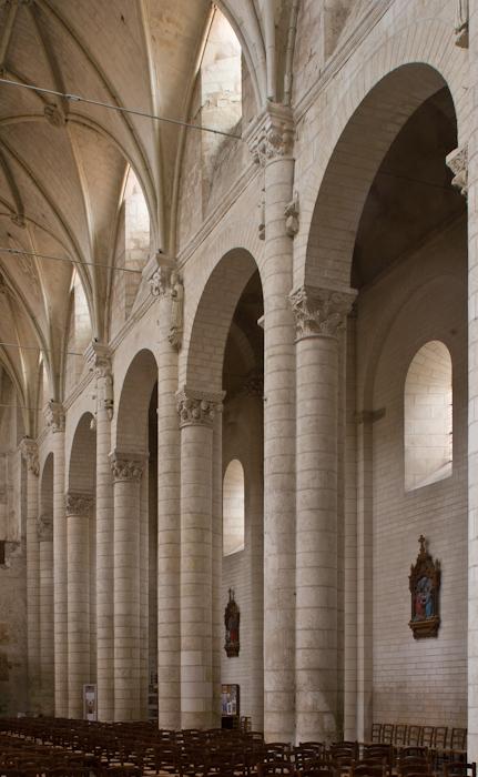 Nave elevation, Église Saint-Pierre d'Airvault, Airvault (Deux-Sèvres) Photo by Dennis Aubrey