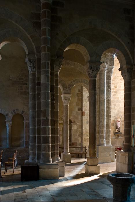 Transept, Église Saint-Genès de Châteaumeillant, Châteaumeillant (Cher)  Photo by Dennis Aubrey