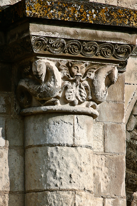 Central portal capital detail, Église Abbatiale Saint-Jouin-de-Marnes, Jouin-de-Marnes (Deux-Sèvres) Photo by PJ McKey