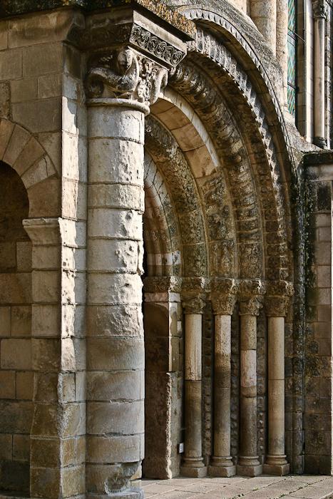 Central portal, Église Abbatiale Saint-Jouin-de-Marnes, Jouin-de-Marnes (Deux-Sèvres) Photo by PJ McKey