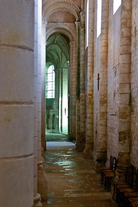 Ambulatory, Église Abbatiale Saint-Jouin-de-Marnes, Jouin-de-Marnes (Deux-Sèvres) Photo by PJ McKey