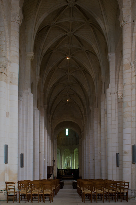 Nave, Église Abbatiale Saint-Jouin-de-Marnes, Jouin-de-Marnes (Deux-Sèvres)  Photo by Dennis Aubrey