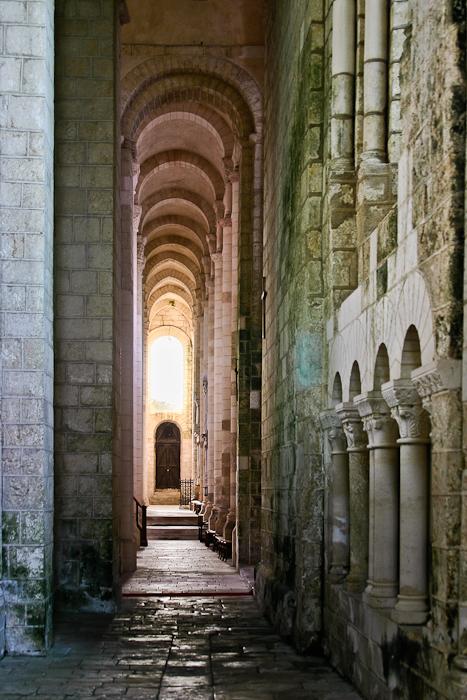 South side aisle, Église Abbatiale Saint-Jouin-de-Marnes, Jouin-de-Marnes (Deux-Sèvres) Photo by PJ McKey