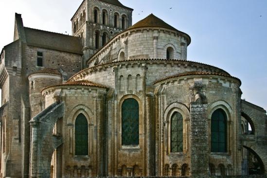 Chevet, Église Abbatiale Saint-Jouin-de-Marnes, Jouin-de-Marnes (Deux-Sèvres) Photo by PJ McKey