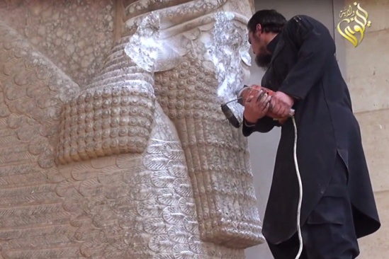 ISIS destroying Assyrian statues of winged bulls
