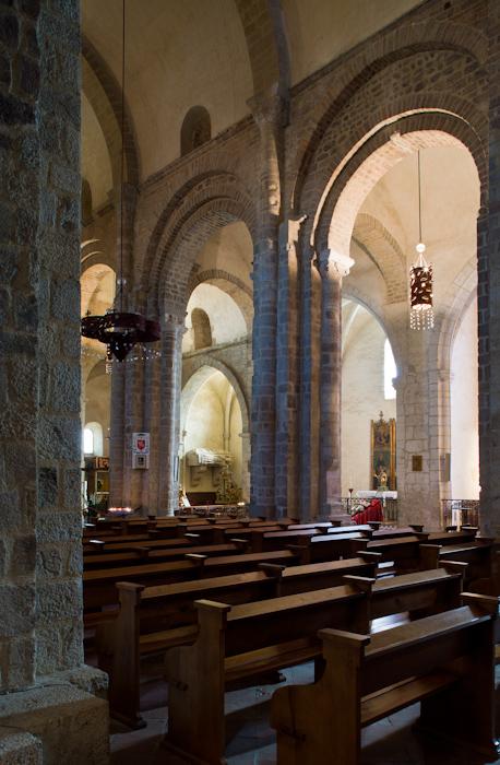 Nave elevation, Cathédrale Sainte-Eulalie-et-Sainte-Julie d'Elne, Elne (Pyrénées-Orientales) Photo by Dennis Aubrey