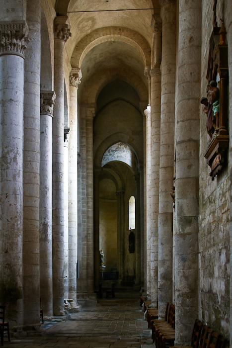 Side aisle, Église Saint-Pierre d'Airvault, Airvault (Deux-Sèvres) Photo by PJ McKey