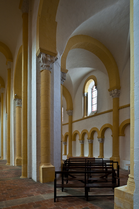 Side aisle, Prieuré Saint-Pierre-et-Saint-Paul de Souvigny, Souvigny (Allier) Photo by PJ McKey