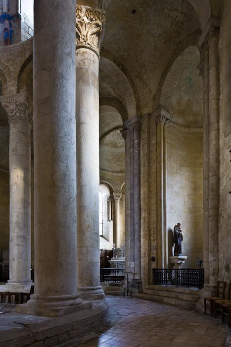 Ambulatory, Église Saint-Pierre d'Airvault, Airvault (Deux-Sèvres) Photo by PJ McKey