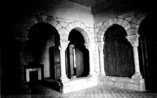 Arcades of the southwest corner incorporated into the house of M. Joub, Jully 1986, photo by Géraldine Mallet