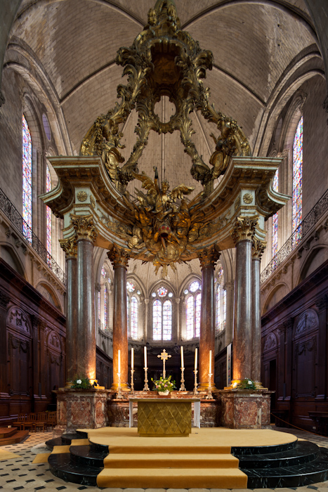 Altar, Cathédrale Saint-Maurice, Angers (Maine-et-Loire)  Photo by Dennis Aubrey