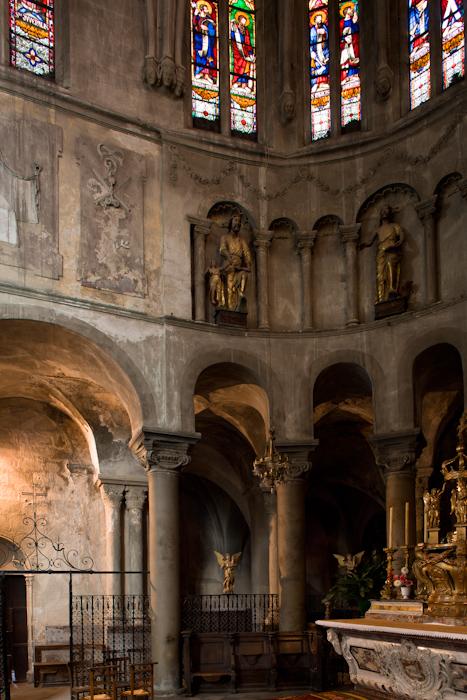 Choir elevation, Collégiale Saint-Cerneuf de Billom, Billom (Puy-de-Dôme)  Photo by Dennis Aubrey