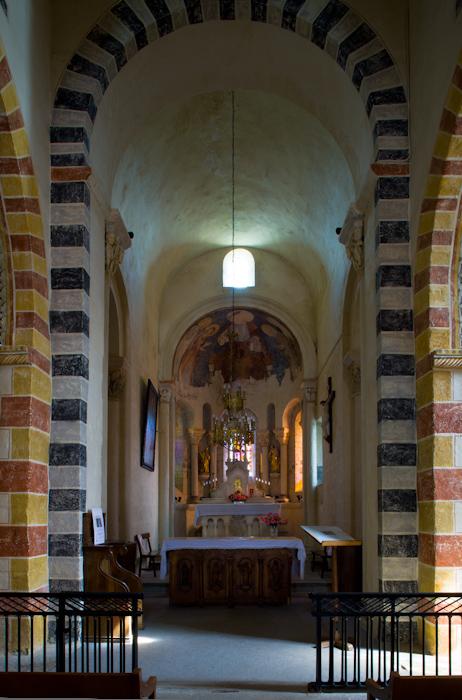 Nave, Église Saint-Jean, Glaine-Montaigut (Puy-de-Dôme)  Photo by Dennis Aubrey