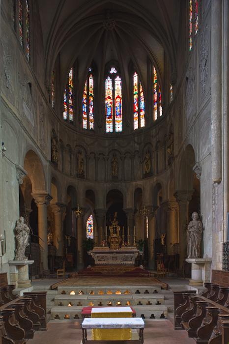 Apse, Collégiale Saint-Cerneuf de Billom, Billom (Puy-de-Dôme)  Photo by Dennis Aubrey
