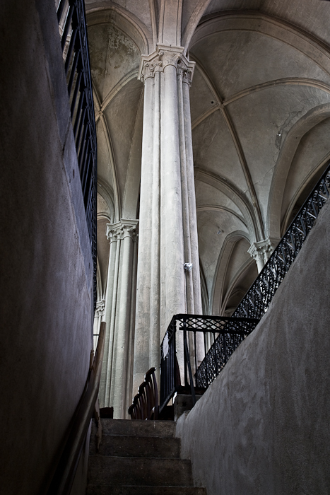 Crypt stairs,  Collégiale Saint-Cerneuf, Billom (Puy-de-Dôme) Photo by PJ McKey