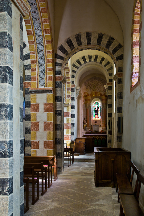 Side aisle, Église Saint-Jean, Glaine-Montaigut (Puy-de-Dôme)  Photo by PJ McKey