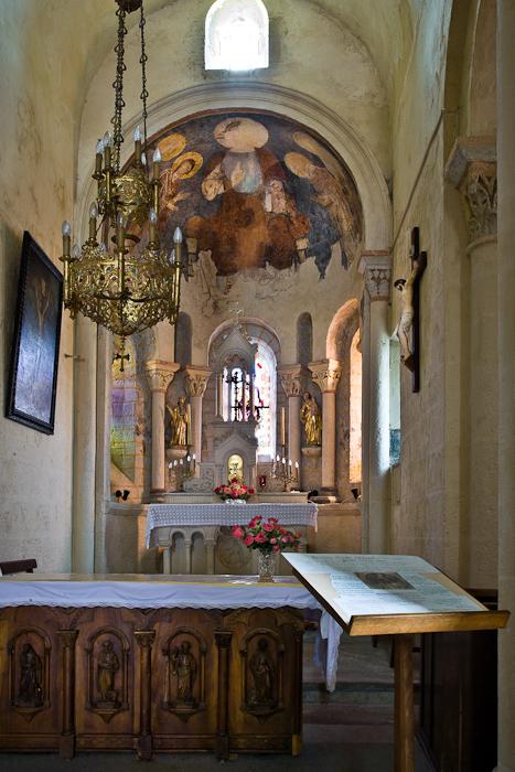 Altar, Église Saint-Jean, Glaine-Montaigut (Puy-de-Dôme)  Photo by PJ McKey