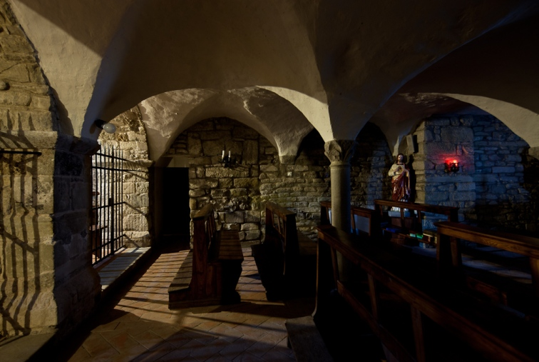 Crypt interior, Abbazia di San Godenzo, San Godenzo (Toscana)  Photo by Dennis Aubrey