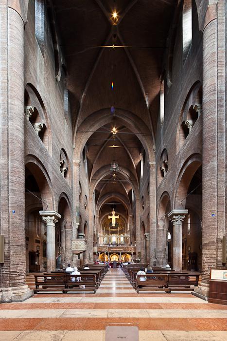 Nave, Cattedrale metropolitana di Santa Maria Assunta e San Geminiano, Modena (Emilia)  Photo by Dennis Aubrey