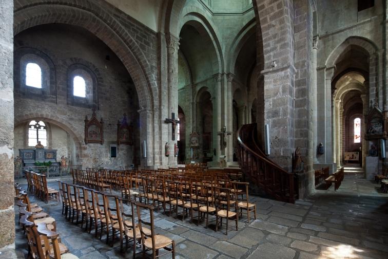 Nave, Collégiale Saint-Junien de Saint-Junien,  Saint-Junien (Haute-Vienne)  Photo by Dennis Aubrey