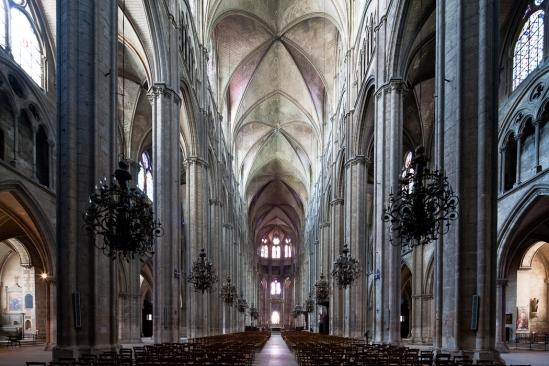 Nave, Cathédrale Saint-Etienne, Bourges (Indre)  Photo by Dennis Aubrey