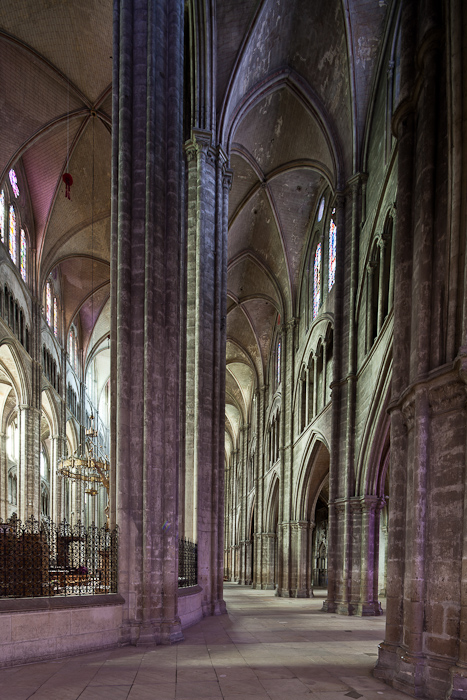 Ambulatory, Cathédrale Saint-Etienne, Bourges (Indre)  Photo by Dennis Aubrey