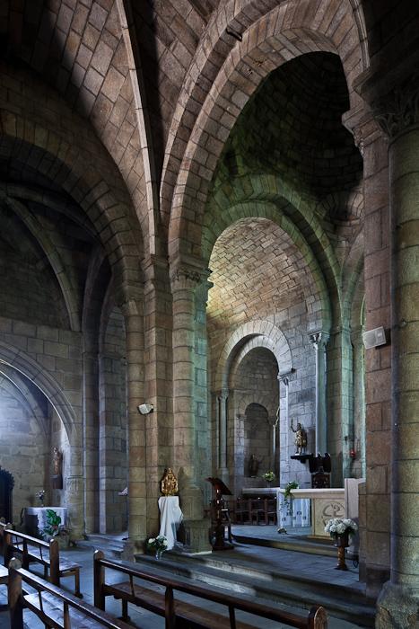 Nave, Église Saint Julien, Saint-Julien-Chapteuil (Haute-Loire)  Photo by PJ McKey
