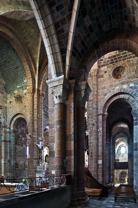 Side aisle, Église abbatiale Saint-Chaffre, Le Monastier-sur-Gazeille (Haute-Loire) Photo by PJ McKey