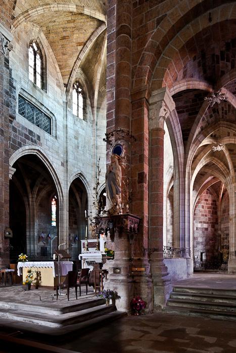 Ambulatory, Église abbatiale Saint-Chaffre, Le Monastier-sur-Gazeille (Haute-Loire)  Photo by PJ McKey