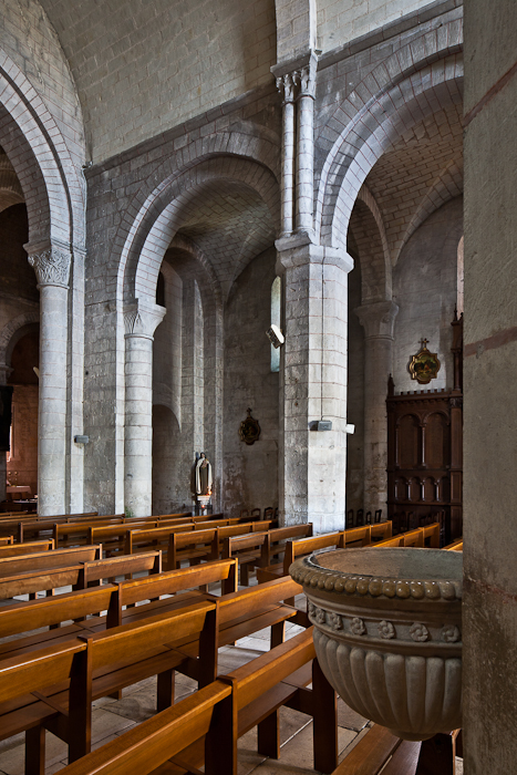 Nave elevation, Église Notre Dame, Chauvigny (Vienne)  Photo by PJ McKey