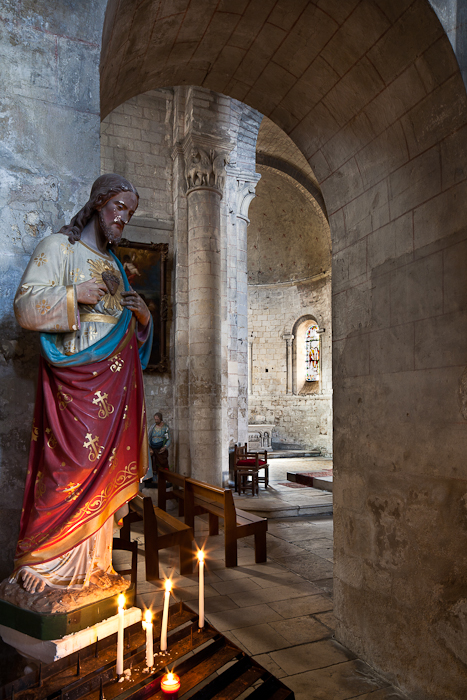Side aisle looking at apse, Église Notre Dame, Chauvigny (Vienne)  Photo by PJ McKey