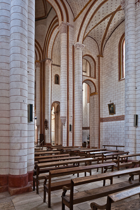 Nave elevation, Collégiale Saint Pierre, Chauvigny (Vienne)  Photo by PJ McKey