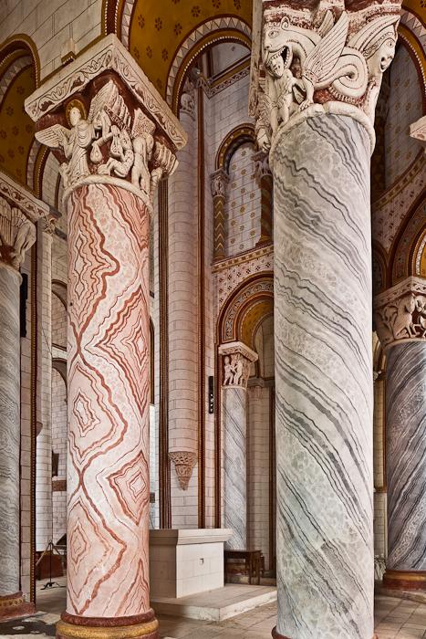 Hemicycle columns, Collégiale Saint Pierre, Chauvigny (Vienne)  Photo by PJ McKey
