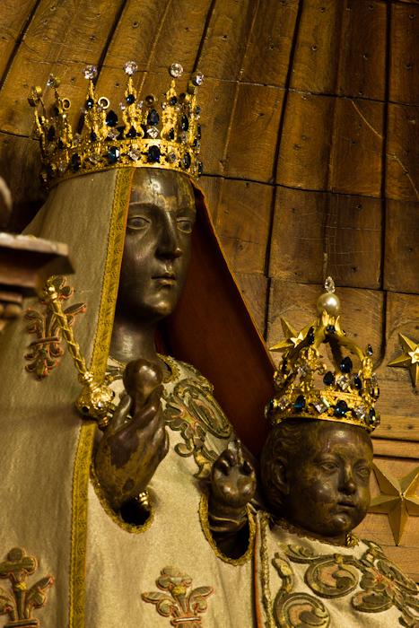 Pre-restoration, Notre Dame du Pilier, Cathédrale Notre Dame du Chartres, Chartres (Eure-et-Loir)  Photo by Dennis Aubrey