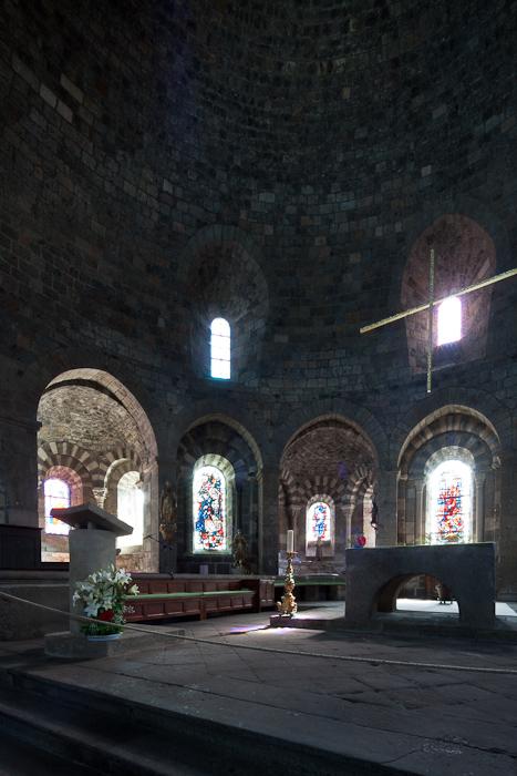 Choir, Église Saint-Georges, Saint-Paulien (Haute-Loire)  Photo by Dennis Aubrey