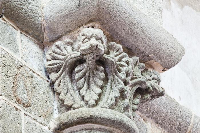 Leafed mask capital, Collégiale Saint-Pierre-ès-Liens, Le Dorat (Haute-Vienne) Photo by Dennis Aubrey